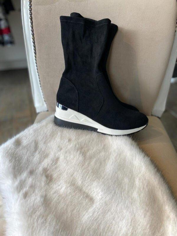 Black Runner Boots
